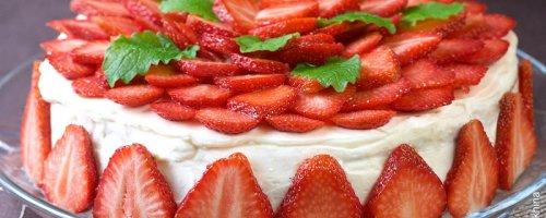 Бісквітно-полуничний торт