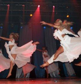 Танцювальна корпорація друзів, Падіюн