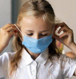UNICEF: діти часто заражаються COVID-19 поза школами