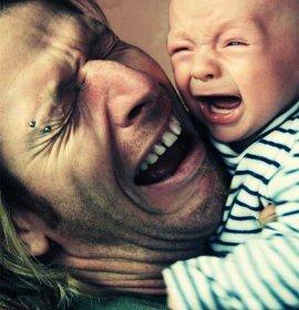 Школа молодого татуся, або 10 способів заспокоїти немовля, котре плаче