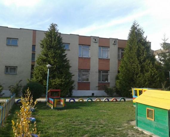 Будівля НВК Ялинка м. Ужгород