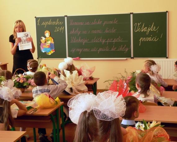 Ужгородська спеціалізована ЗОШ І-ІІІ ступенів №4 із словацькою та українською м