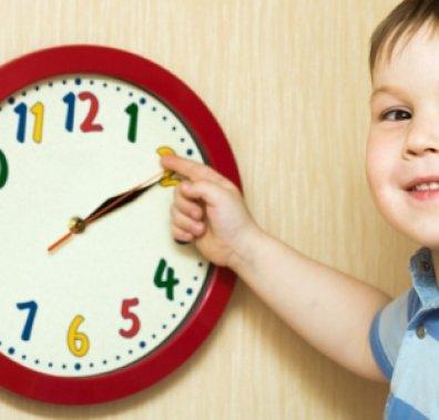 Школяр і настінний годинник